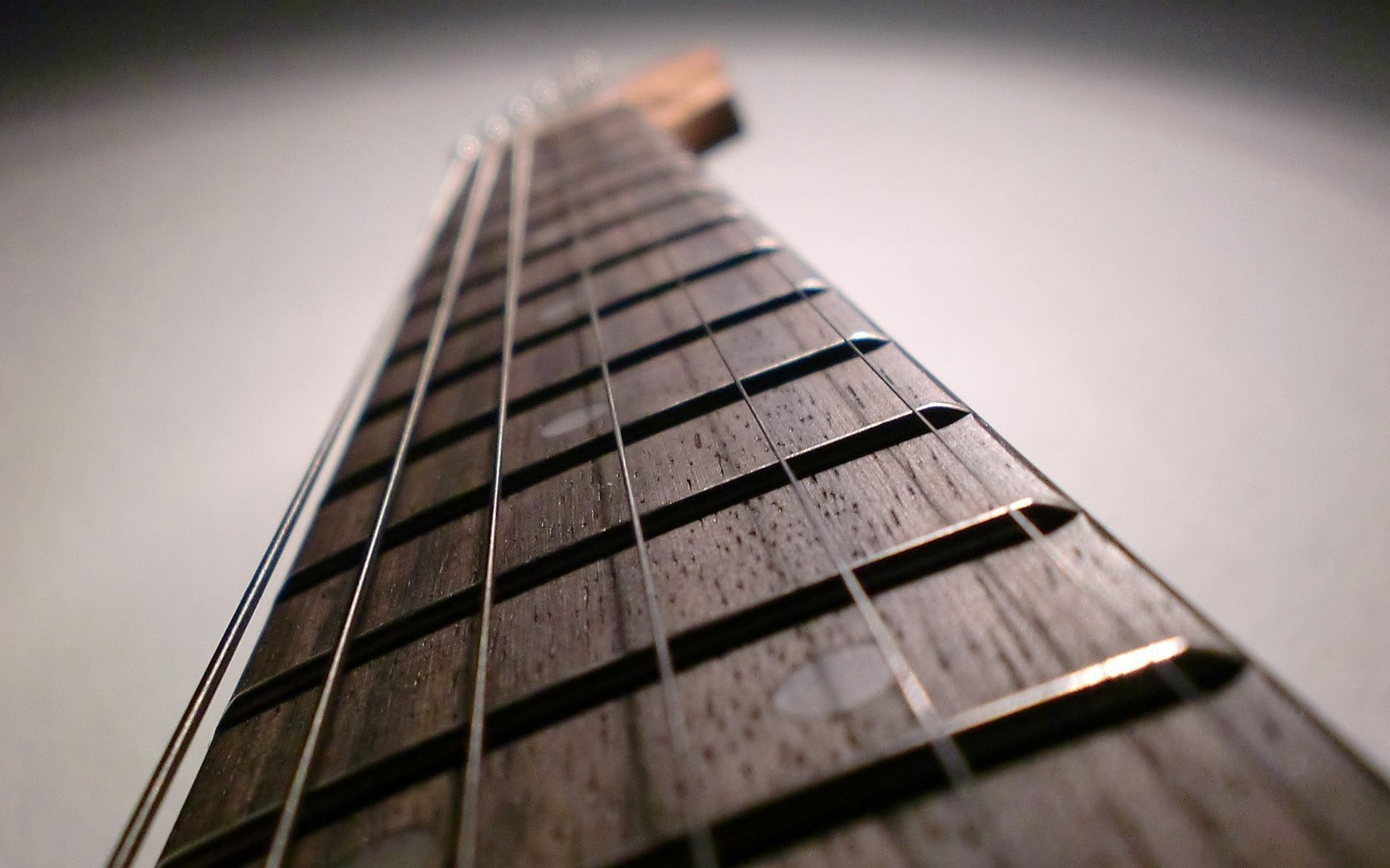guitar-strings-close-up-wallpapers_34782_1920x1200